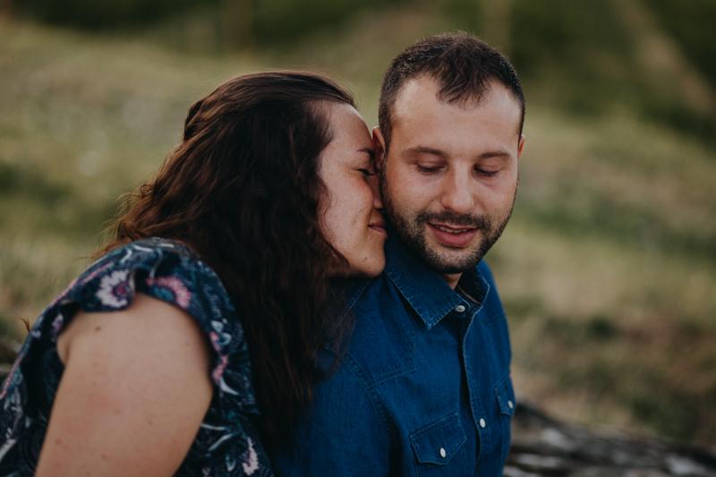 Photographe lifestyle couple love session Lyon destination wedding folk-5