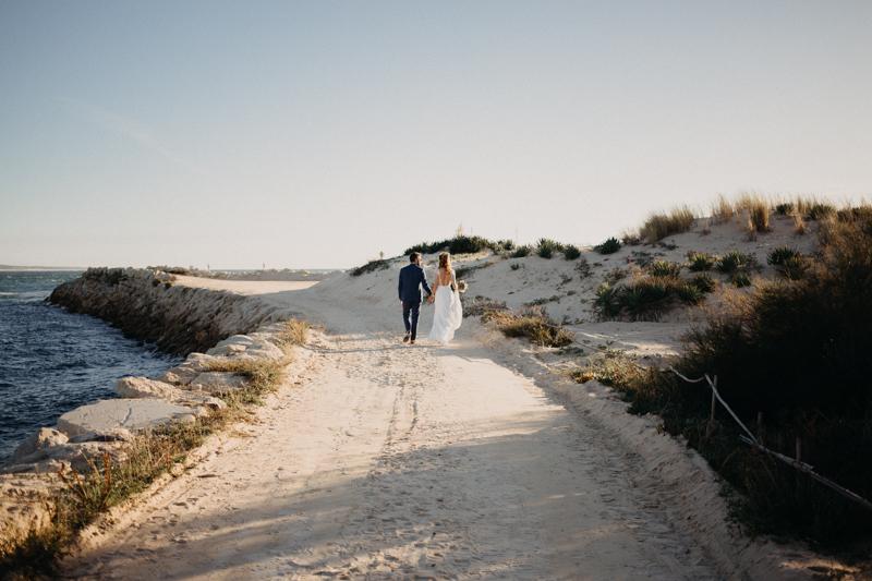 Photographe mariage reportage destination wedding photographer Cap Ferret Bartherotte Gironde Bordeaux mer sable plage mariee-102