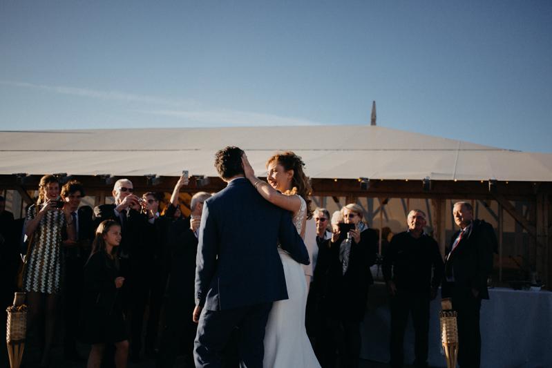 Photographe mariage reportage destination wedding photographer Cap Ferret Bartherotte Gironde Bordeaux mer sable plage mariee-105