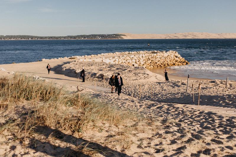 Photographe mariage reportage destination wedding photographer Cap Ferret Bartherotte Gironde Bordeaux mer sable plage mariee-106