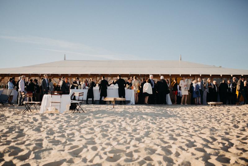 Photographe mariage reportage destination wedding photographer Cap Ferret Bartherotte Gironde Bordeaux mer sable plage mariee-107