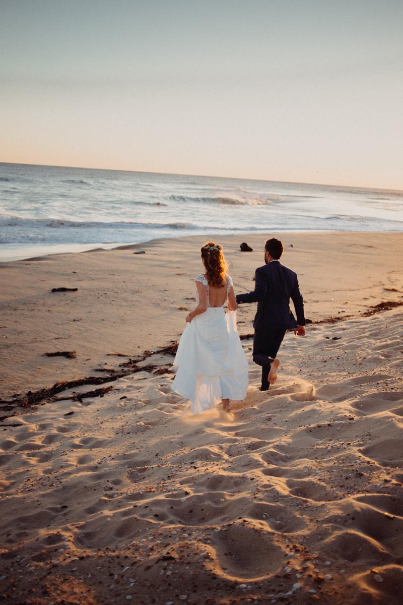 Photographe mariage reportage destination wedding photographer Cap Ferret Bartherotte Gironde Bordeaux mer sable plage mariee-142