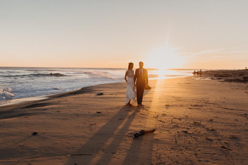 Photographe mariage reportage destination wedding photographer Cap Ferret Bartherotte Gironde Bordeaux mer sable plage mariee-144