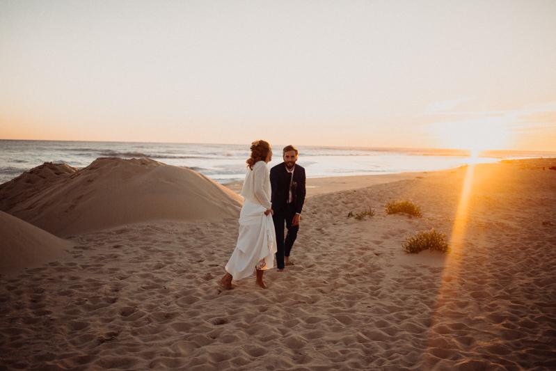 Photographe mariage reportage destination wedding photographer Cap Ferret Bartherotte Gironde Bordeaux mer sable plage mariee-158