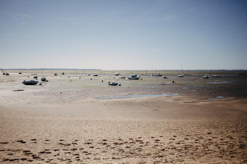 Photographe mariage reportage destination wedding photographer Cap Ferret Bartherotte Gironde Bordeaux mer sable plage mariee-42