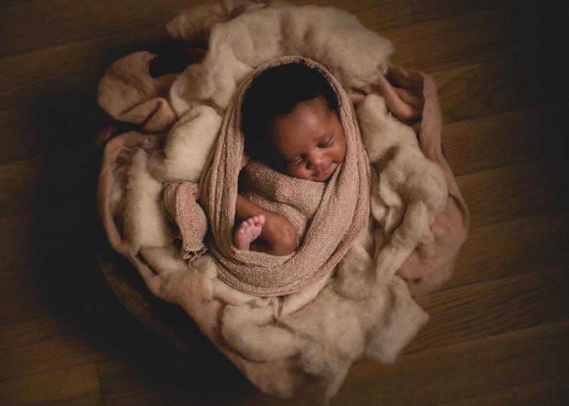 20700d51d33dc Naissance » Gwendoline Noir   photographe nouveau né bébé femme enceinte  mariage à Lyon