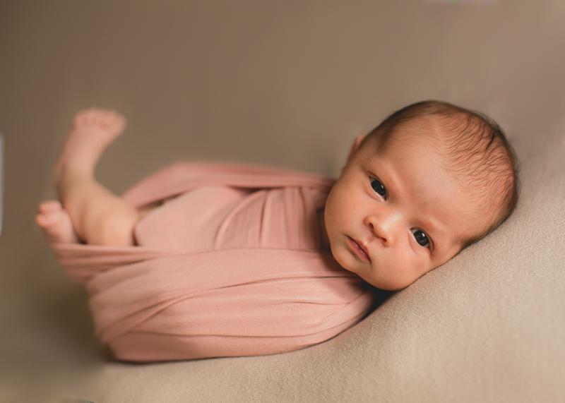 Photographe nouveau-né bebe nourrisson naissance newborn posing Lyon-1-2