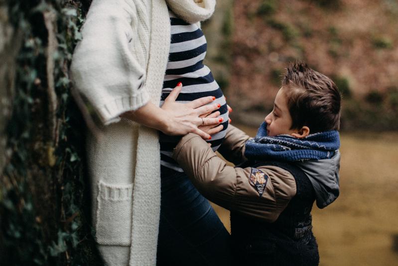 Photographe grossesse baby seance photo femme enceinte lifestyle bebe nature foret-10