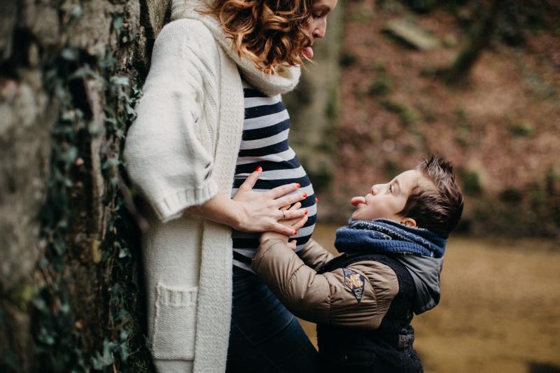 Photographe grossesse baby seance photo femme enceinte lifestyle bebe nature foret-11