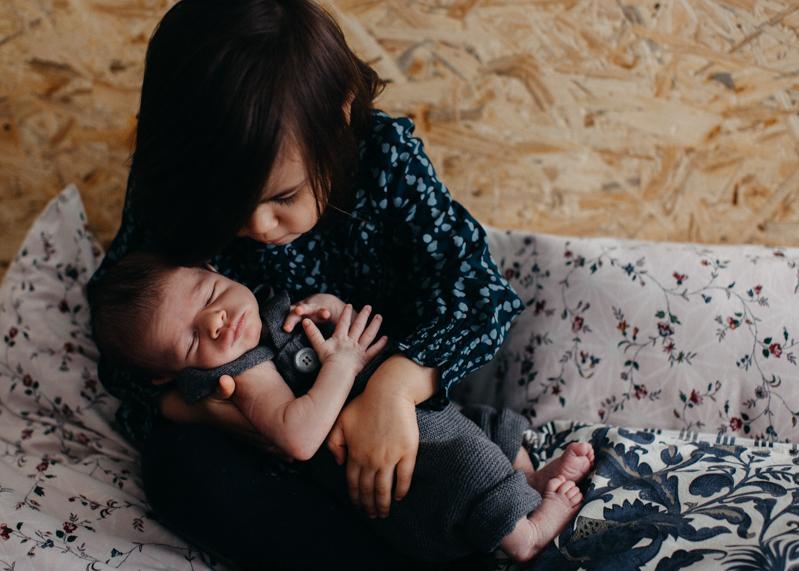 Photographe nouveau-ne newborn posing session seance photo naissance bebe nourrisson Lyon-5