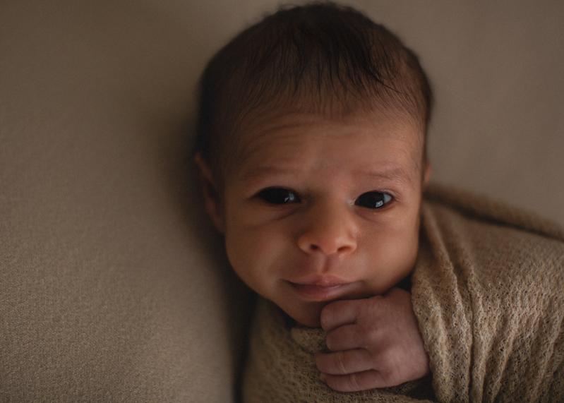 Photographe nouveau-ne newborn posing session seance photo naissance bebe nourrisson Lyon-9