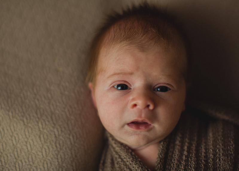 Photographe bebe nouveau-ne nourrisson naissance newborn posing Lyon seance-1