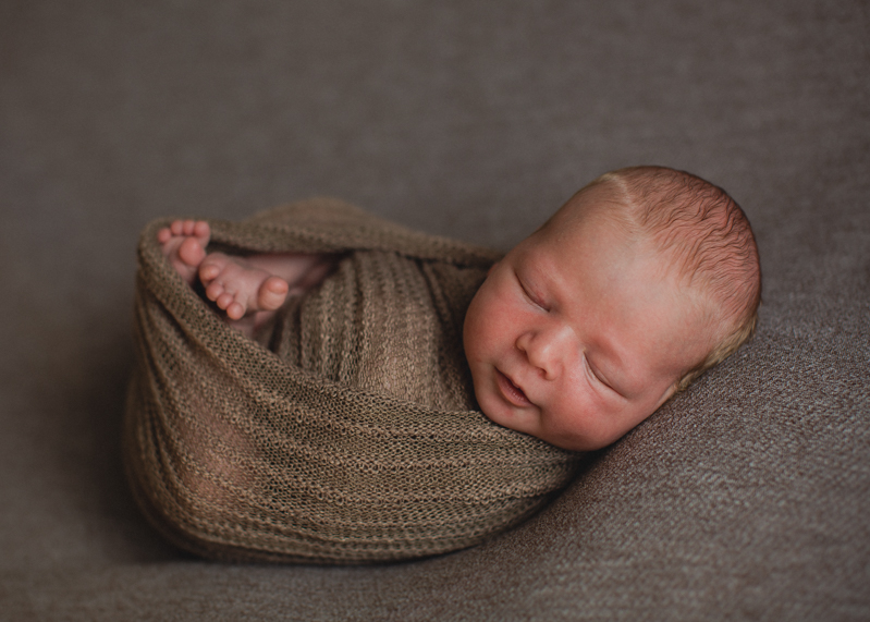 Photographe bebe nouveau-ne nourrisson naissance newborn posing seance photo-1
