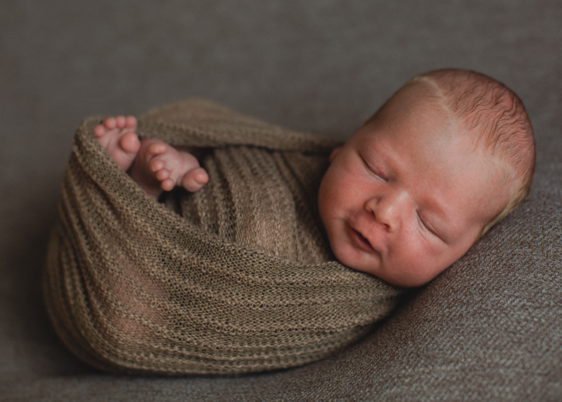 Photographe bebe nouveau-ne nourrisson naissance newborn posing seance photo-2