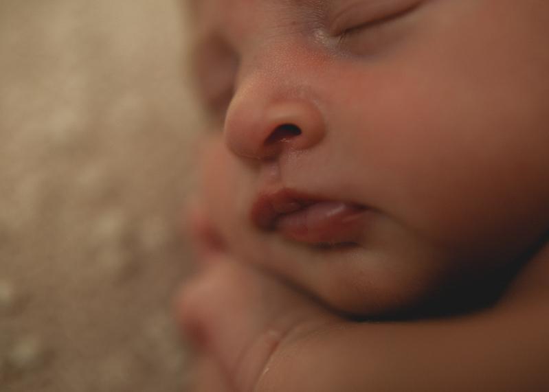 Photographe nouveau-ne bebe newborn posing session baby Lyon art naissance-1
