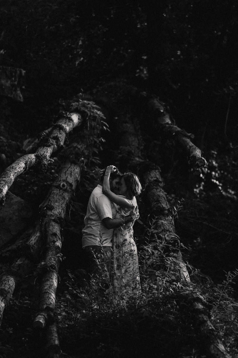 Photographe mariage reportage love session photo seance engagement wedding amour lumiere nature moody-24