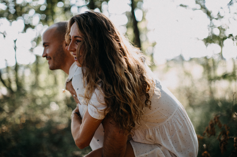Photographe mariage seance photo lifestyle couple love session amour amoureux nature moody bois Lyon-12