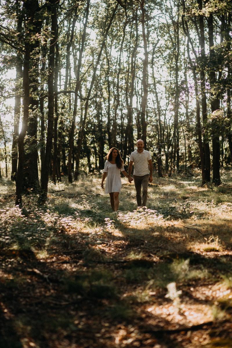 Photographe mariage seance photo lifestyle couple love session amour amoureux nature moody bois Lyon-14
