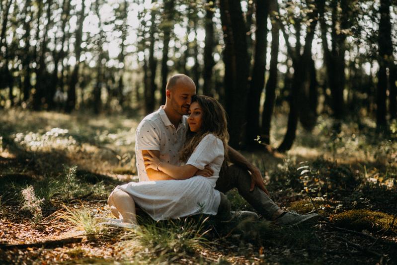 Photographe mariage seance photo lifestyle couple love session amour amoureux nature moody bois Lyon-17