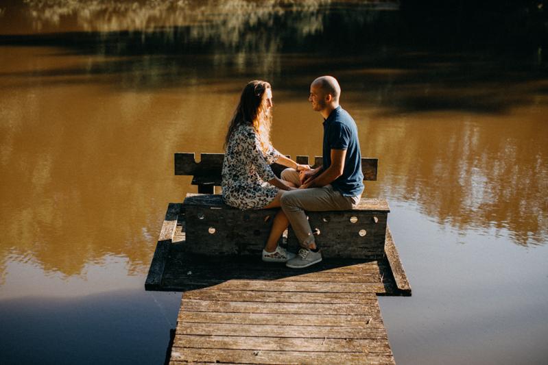 Photographe mariage seance photo lifestyle couple love session amour amoureux nature moody bois Lyon-21
