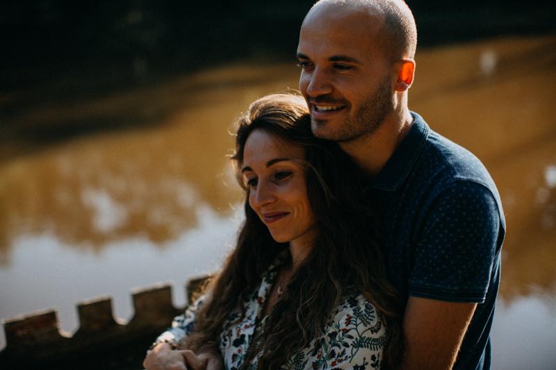 Photographe mariage seance photo lifestyle couple love session amour amoureux nature moody bois Lyon-23