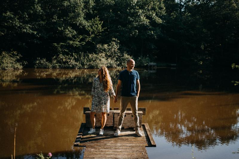 Photographe mariage seance photo lifestyle couple love session amour amoureux nature moody bois Lyon-27