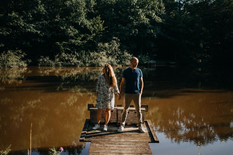 Photographe mariage seance photo lifestyle couple love session amour amoureux nature moody bois Lyon-28