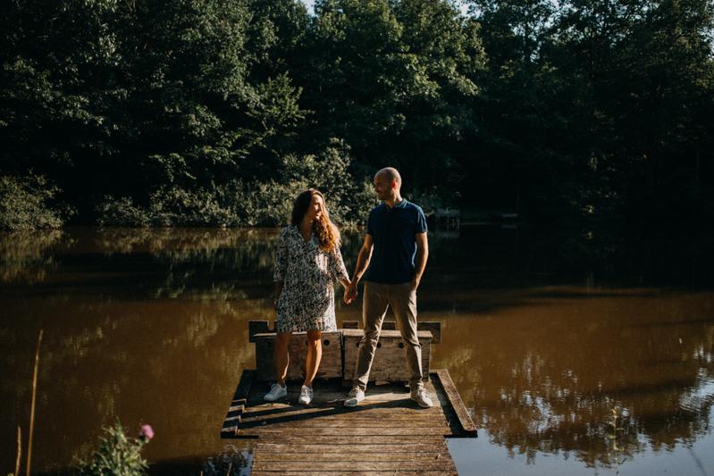 Photographe mariage seance photo lifestyle couple love session amour amoureux nature moody bois Lyon-29