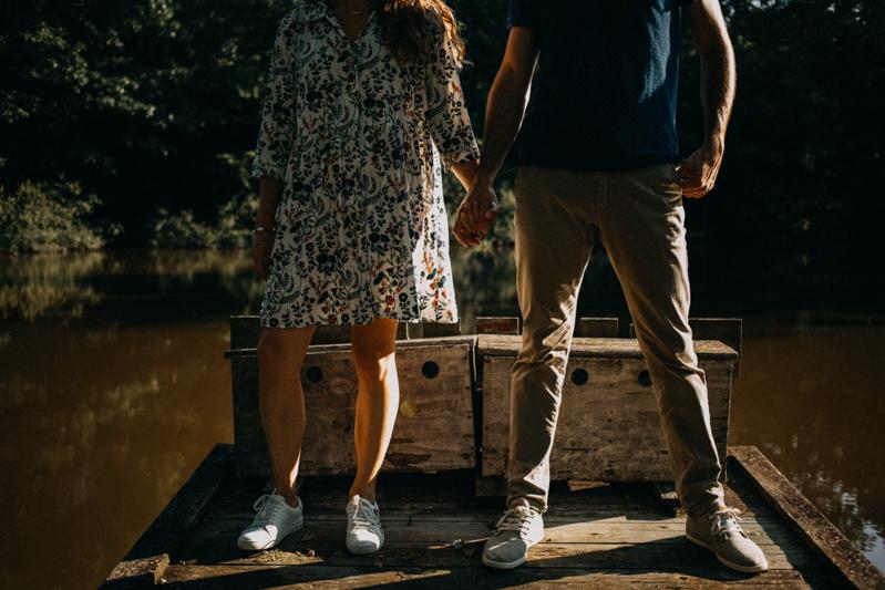 Photographe mariage seance photo lifestyle couple love session amour amoureux nature moody bois Lyon-30