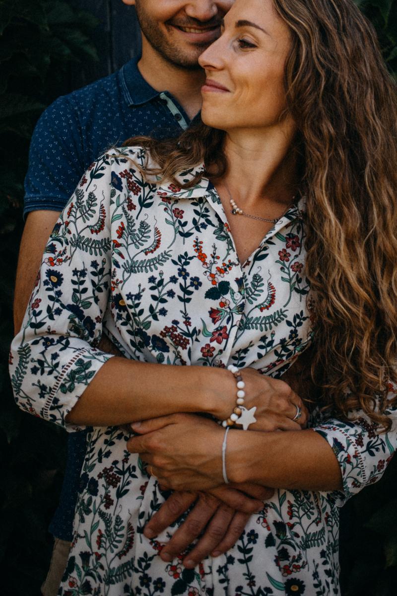 Photographe mariage seance photo lifestyle couple love session amour amoureux nature moody bois Lyon-39