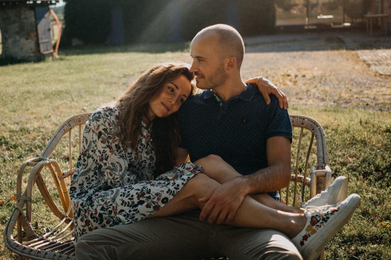Photographe mariage seance photo lifestyle couple love session amour amoureux nature moody bois Lyon-40