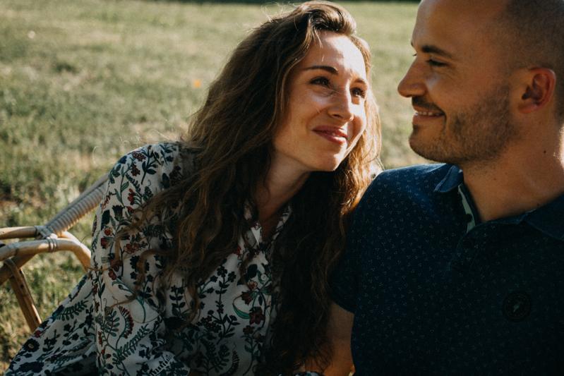 Photographe mariage seance photo lifestyle couple love session amour amoureux nature moody bois Lyon-41
