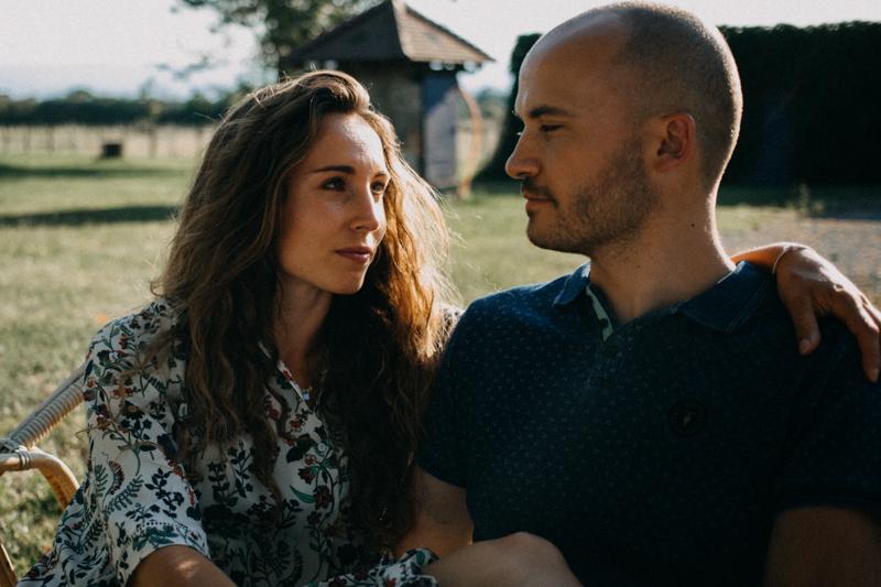 Photographe mariage seance photo lifestyle couple love session amour amoureux nature moody bois Lyon-42
