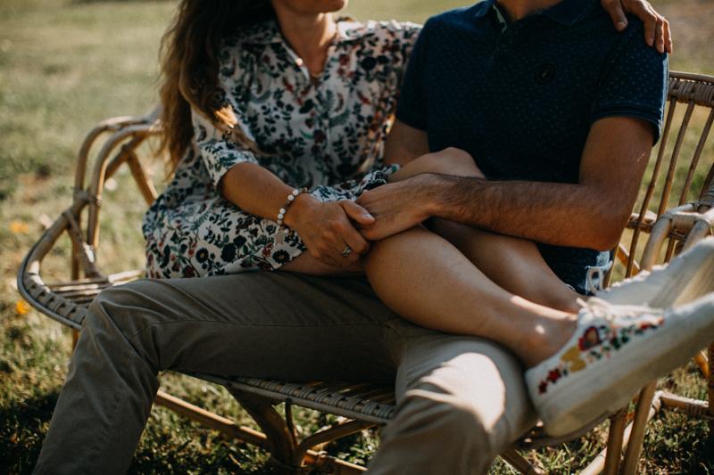 Photographe mariage seance photo lifestyle couple love session amour amoureux nature moody bois Lyon-43