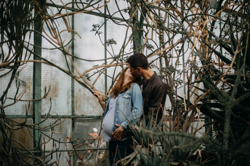 Photographe grossesse femme enceinte Lyon reportage photo serre lumiere couple wild rock-1