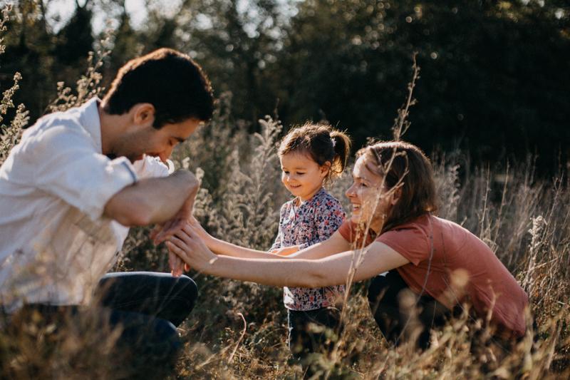 Photographe lifestyle famille enfant seance photo lumiere soleil automne couleurs Lyon-2
