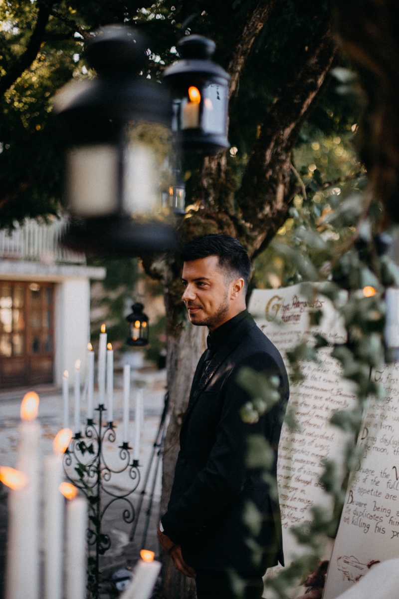 Photographe mariage seance photo reportage wedding photographer destination domaine des saints peres montagnole sorcier wood foret dark harry potter boho moody-34