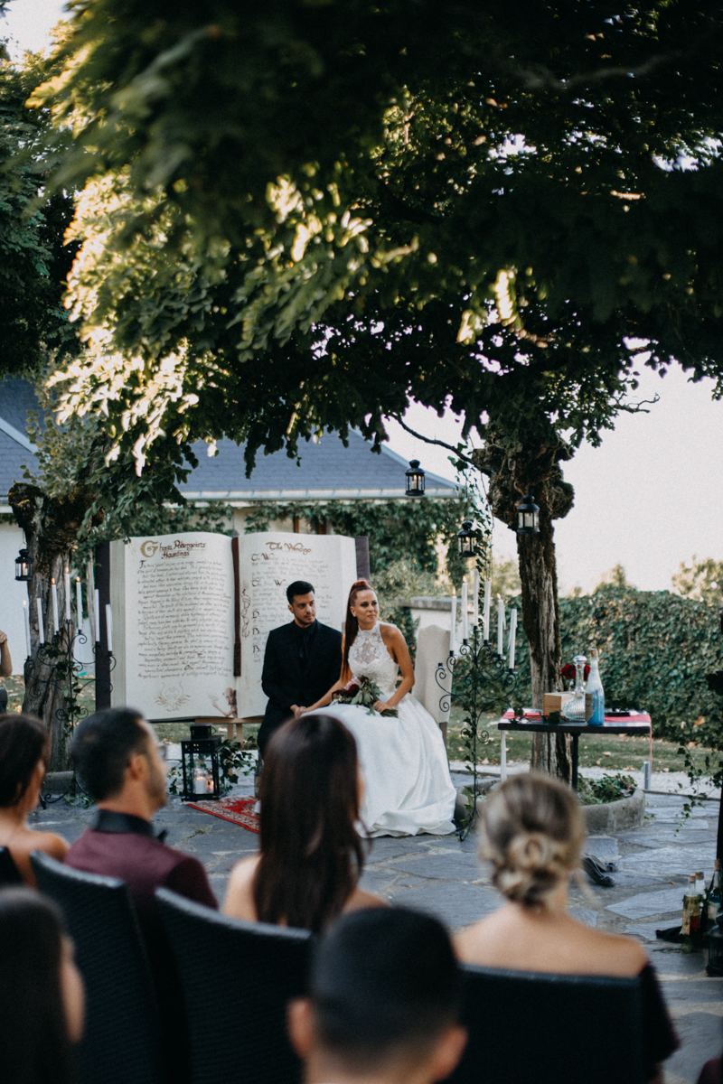 Photographe mariage seance photo reportage wedding photographer destination domaine des saints peres montagnole sorcier wood foret dark harry potter boho moody-37