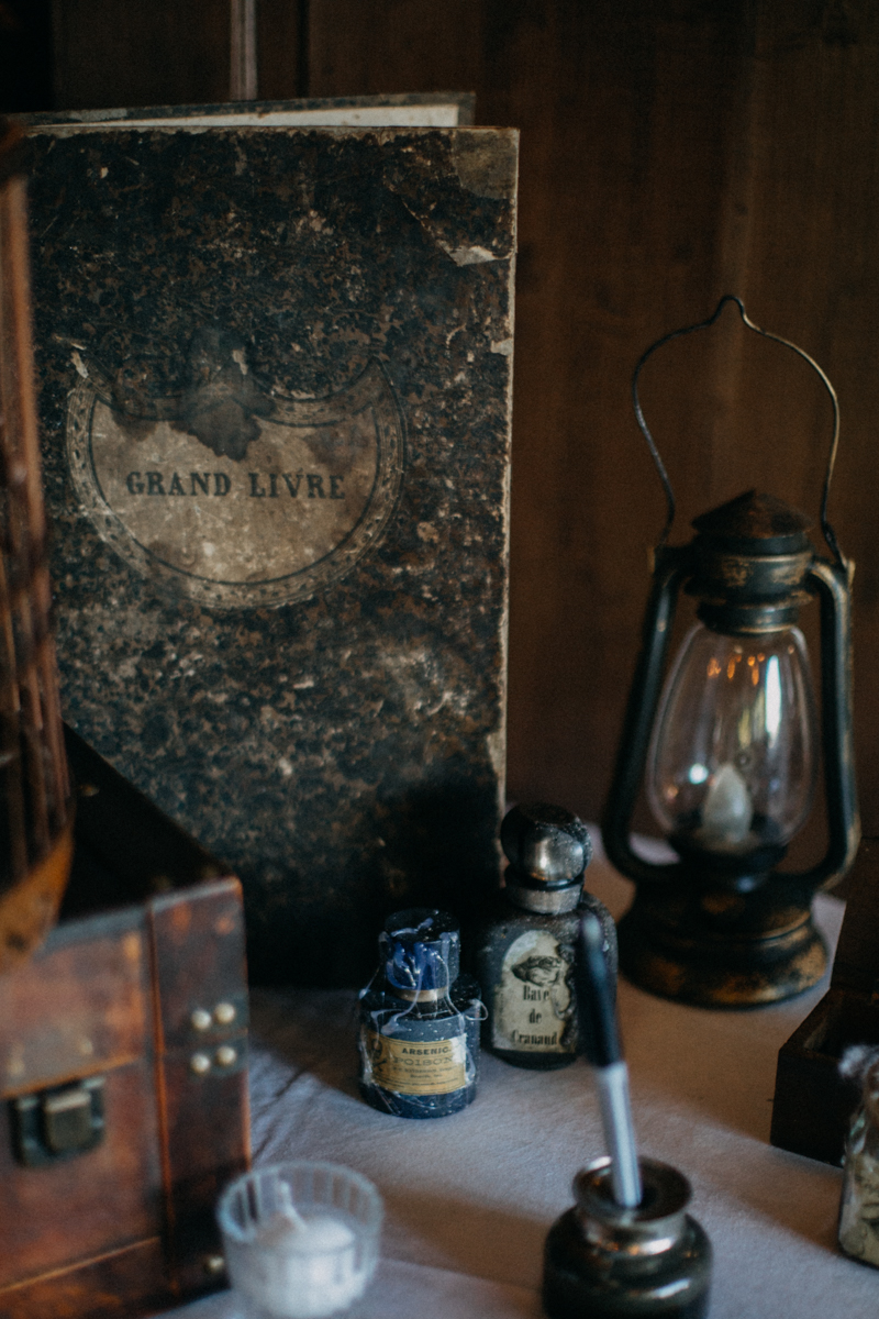 Photographe mariage seance photo reportage wedding photographer destination domaine des saints peres montagnole sorcier wood foret dark harry potter boho moody-70