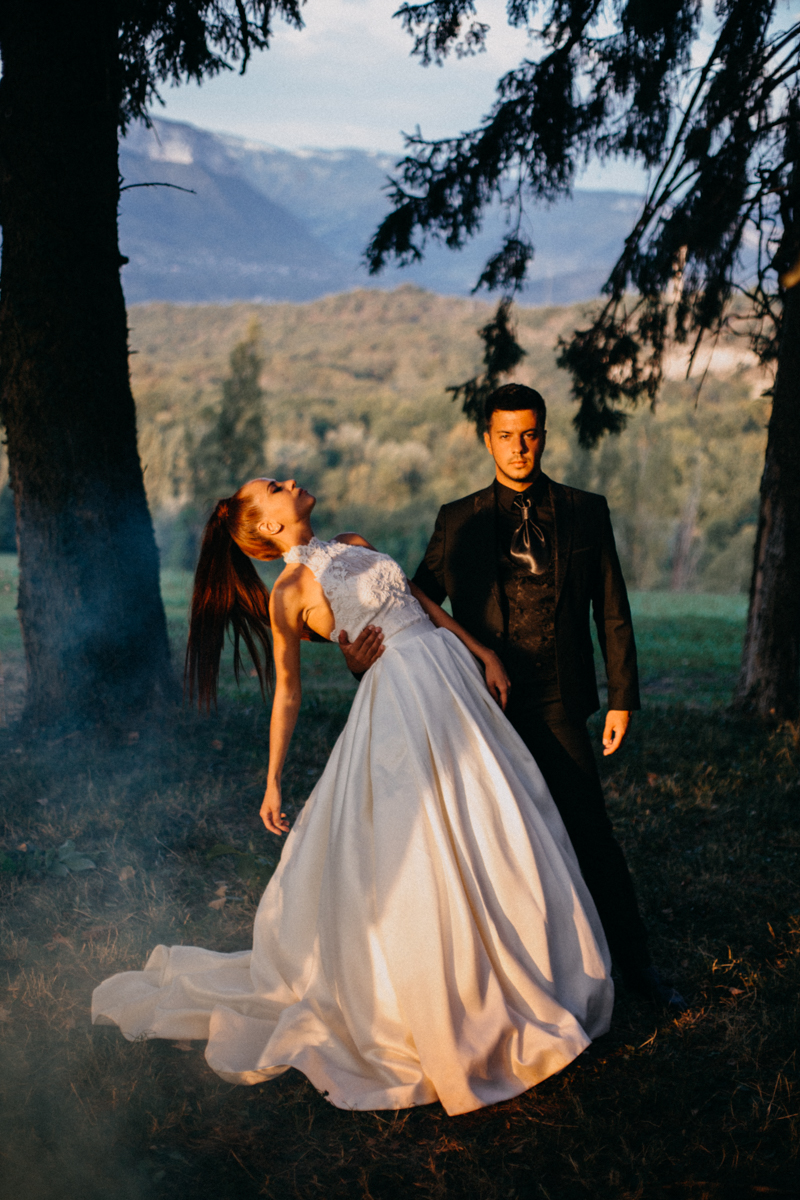 Photographe mariage seance photo reportage wedding photographer destination domaine des saints peres montagnole sorcier wood foret dark harry potter boho moody-85