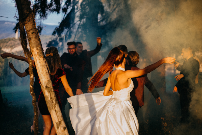 Photographe mariage seance photo reportage wedding photographer destination domaine des saints peres montagnole sorcier wood foret dark harry potter boho moody-86