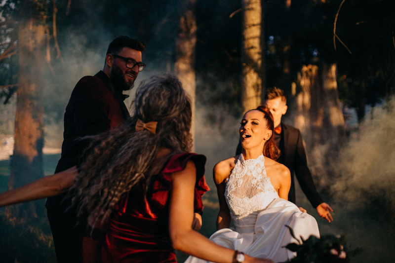 Photographe mariage seance photo reportage wedding photographer destination domaine des saints peres montagnole sorcier wood foret dark harry potter boho moody-87
