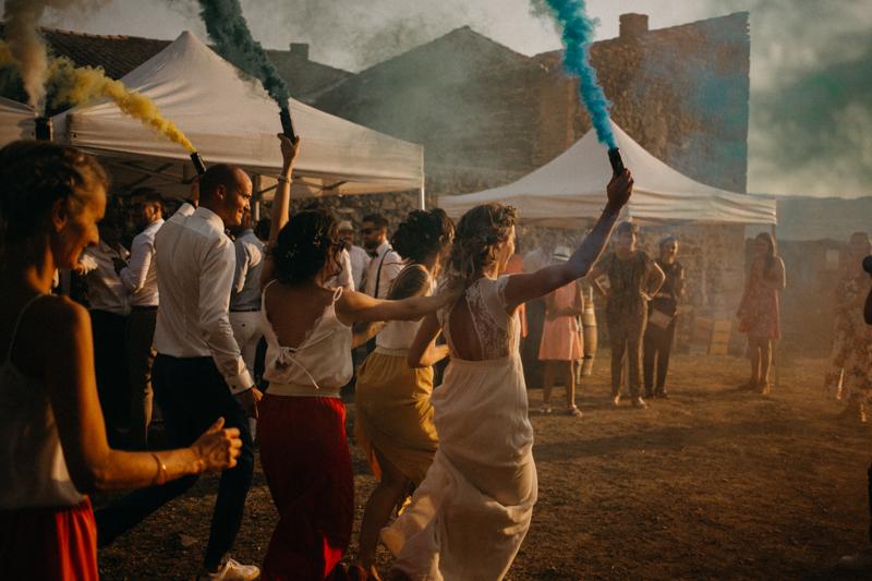Photographe reportage mariage wedding love session destination fumigene boho wild rock-152