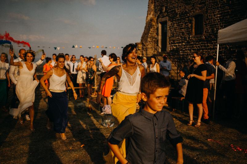 Photographe reportage mariage wedding love session destination fumigene boho wild rock-157