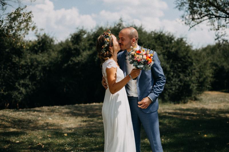 Photographe reportage mariage wedding love session destination fumigene boho wild rock-47