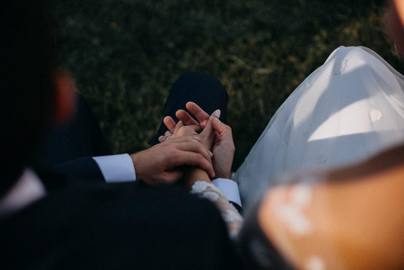 photographe mariage reportage photo love session destination wedding Lyon Provence moody amour couple-126