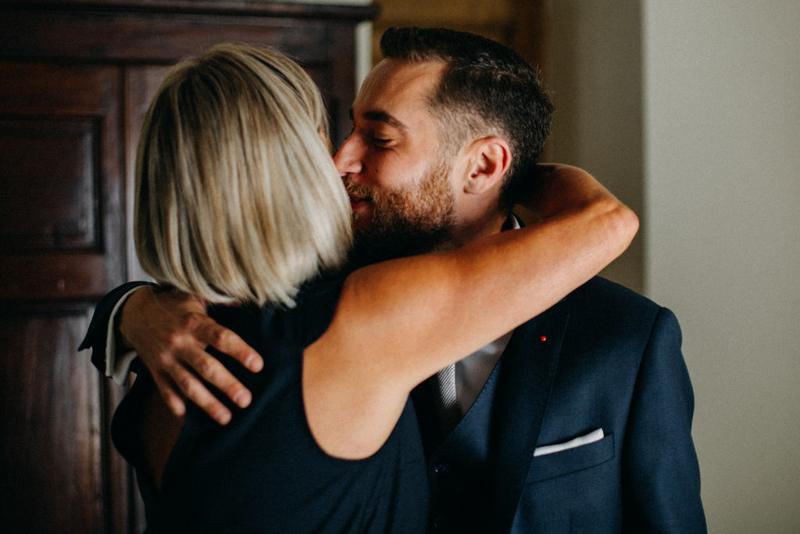 photographe mariage reportage photo love session destination wedding Lyon Provence moody amour couple-21