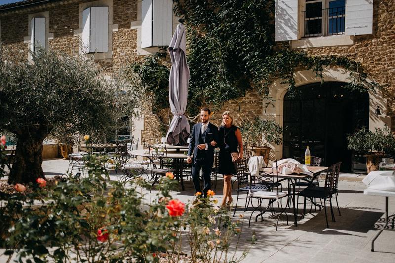 photographe mariage reportage photo love session destination wedding Lyon Provence moody amour couple-45