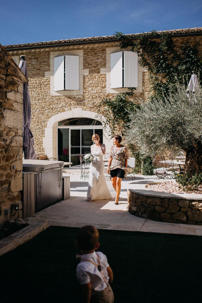 photographe mariage reportage photo love session destination wedding Lyon Provence moody amour couple-49