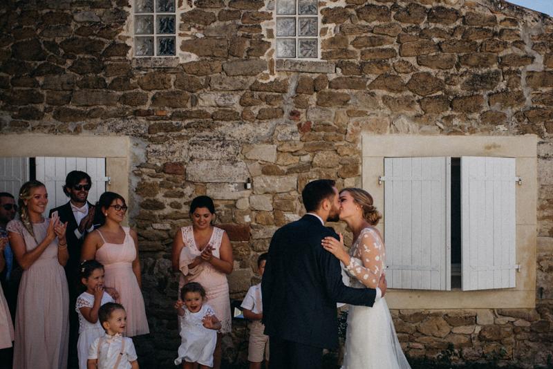 photographe mariage reportage photo love session destination wedding Lyon Provence moody amour couple-51